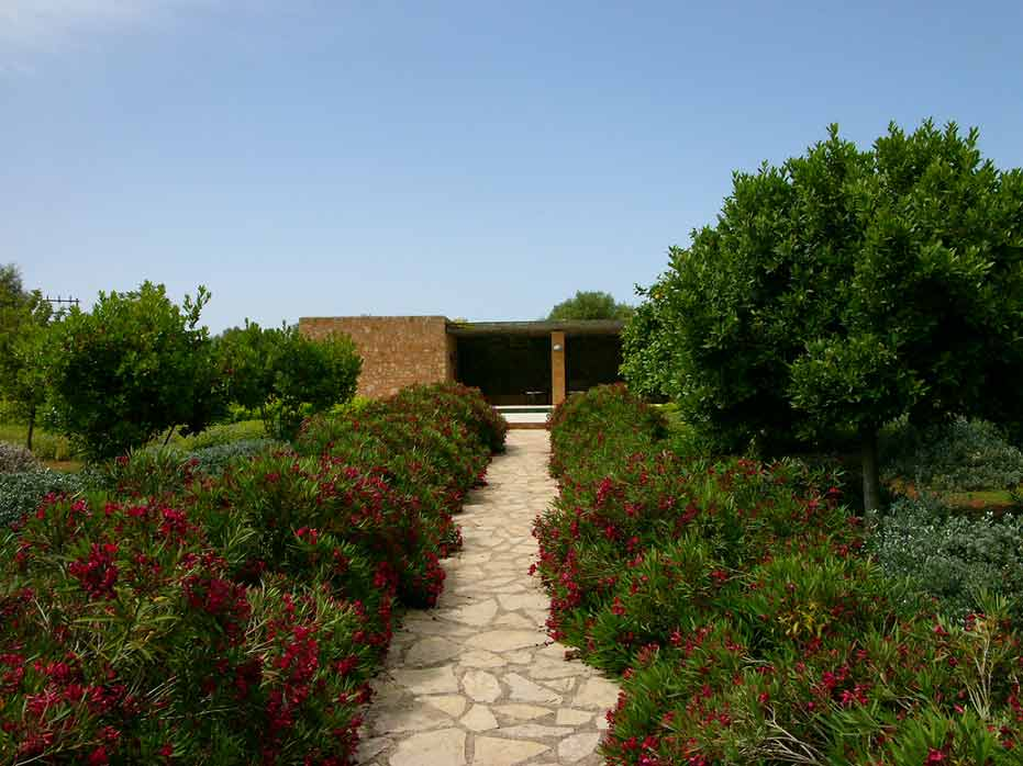 Petra - Country garden